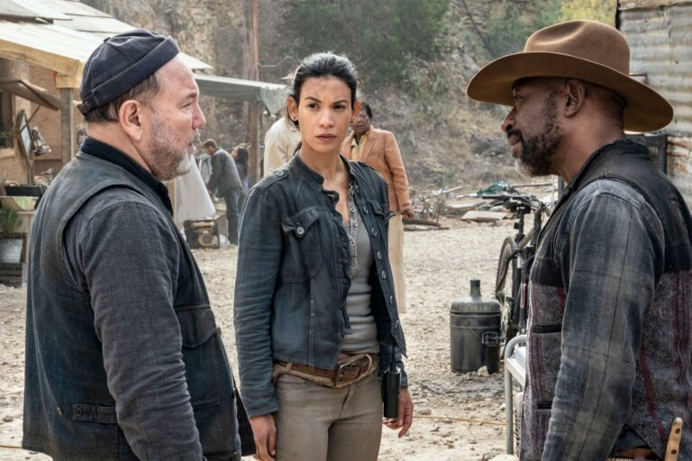 Danay Garcia, Lennie James and Ruben Blades in Fear the Walking Dead